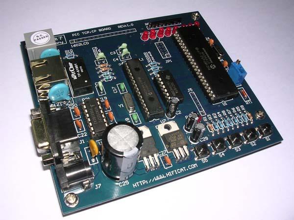 PIC以太网开发板是本公司继51NET以太网系列开发板后推出的一款全新以太网开发板产品,51NET系列以太网开发板使用RTL8019AS核心控制芯片,PIC以太网开发板使用的是MicroChip微芯公司最新的小型以太网控制芯片ENC28J60为核心的开发板,ENC28J60是一款专门为单片机应用而设计的以太网控制芯片,一共28个引脚,通过SPI总线与单片机芯片连接,占用口线少,速度也比较快,对于软件开发而言,MicroChip提供了免费的TCP/IP协议栈,大大方便了软件工程师的开发工作。 产品标配清单: