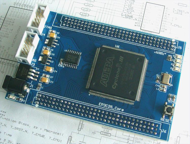 带四个LED指示灯和复位按键,核心板可以作为最小系统单独使用或者嵌入到其它产品使用,EP3C25未配备SRAM芯片,提供较多的扩展IO供用户使用。 硬件资源: 1、 主芯片Altera Cyclone III系列之EP3C25Q240 2、 FPGA配置芯片:EPCS16,容量16Mb 3、 50MHz有源晶振 4、 提供AS、JTAG两种下载模式 5、 核心板提供独立四路LED和一个复位按键 6、 16路LED【红黄绿蓝四色】 7、 8位数码管 8、 板载1602字符液晶,液晶对比度可以调节 9、 八